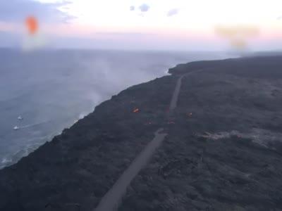 """地狱微笑:夏威夷火山熔浆形似""""笑脸"""""""