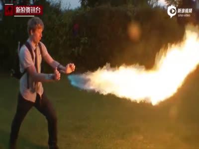 会玩!英国男子自制火箭发射器脱袜子