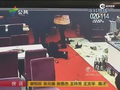 顾客与火锅店老板起冲突 举整箱啤酒将其