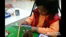 2013/01/01元旦爺爺陪我畫畫,我似畫家嗎!?[做鬼脸][good](来自拍客手机客户端 下载地址:http://video.sina.com.cn/app/sinapaike.html)