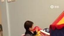 哥今儿一岁三个月25天,85cm,12.7kg,打流感疫苗第一针(来自拍客手机客户端 下载地址:http://video.sina.com.cn/app/sinapaike.html)
