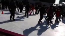 市政厅 滑雪。1000won 一个小时。卖票会中文的姐姐(来自拍客手机客户端 下载地址:http://video.sina.com.cn/app/sinapaike.html)