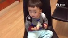 #由由视频# 23M28D 看粑粑打乒乓球笑到彪掉滴小孩。。。[狂笑][狂笑][狂笑][狂笑](来自拍客手机客户端 下载地址:http://video.sina.com.cn/app/sinapaike.html)