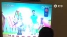 D494跳红绿灯舞[哈哈](来自拍客手机客户端 下载地址:http://video.sina.com.cn/app/sinapaike.html)