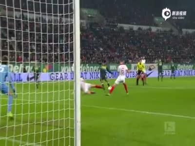 施密德助攻辛特格雷头球 奥格斯堡1-0门兴